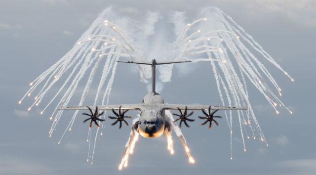 http://d1a2ot8agkqe8w.cloudfront.net/web/2013/06/a400m-flares-airbus-military_51357.jpg