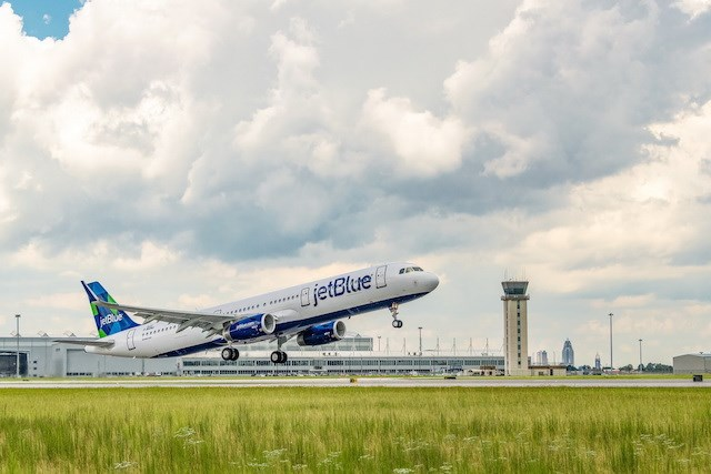 JetBlue first A321 powered by renewable fuel at Mo