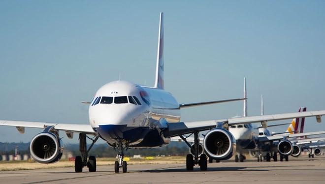 planes queued-c-London Heathrow