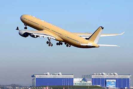 Airbus A340-600HGW test flight W445