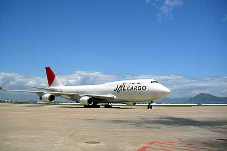 Boeing 747-400BCF JAL W445