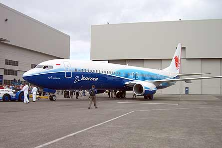 Boeing 737-900ER roll-out