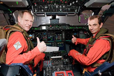 A400M-pilots-in-cockpit