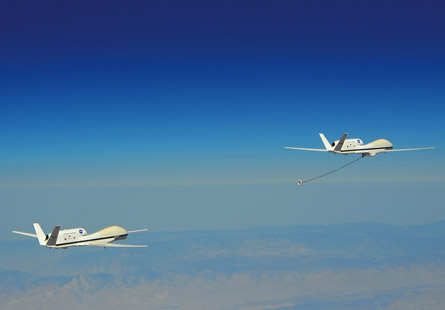 Global Hawk formation refuelling