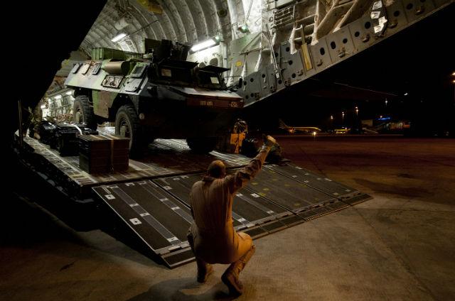 RAF C-17 unloads VAB - Crown Copyright