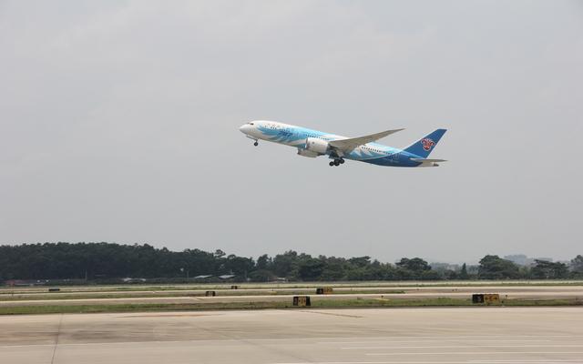 China Southern 1st 787 commercial flight