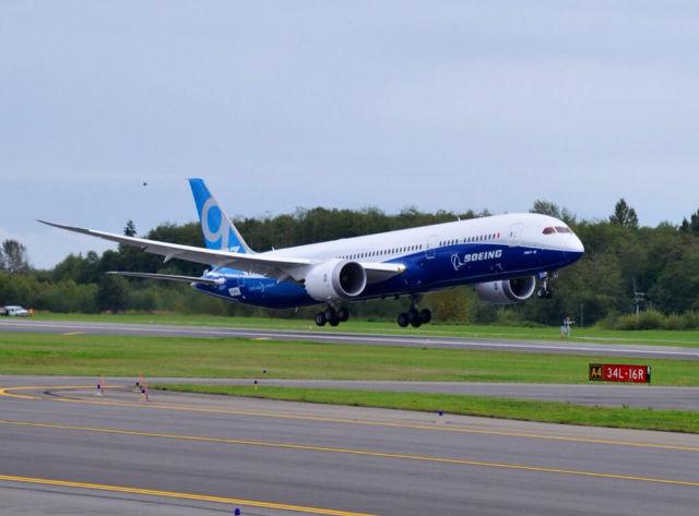 787-9 takeoff side