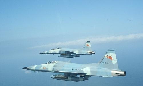 Indonesian F-5es