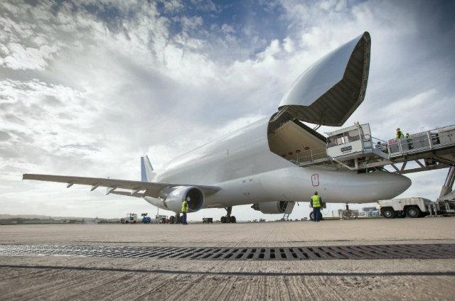 beluga loading 640 c Jane  Widdowson + Airbus