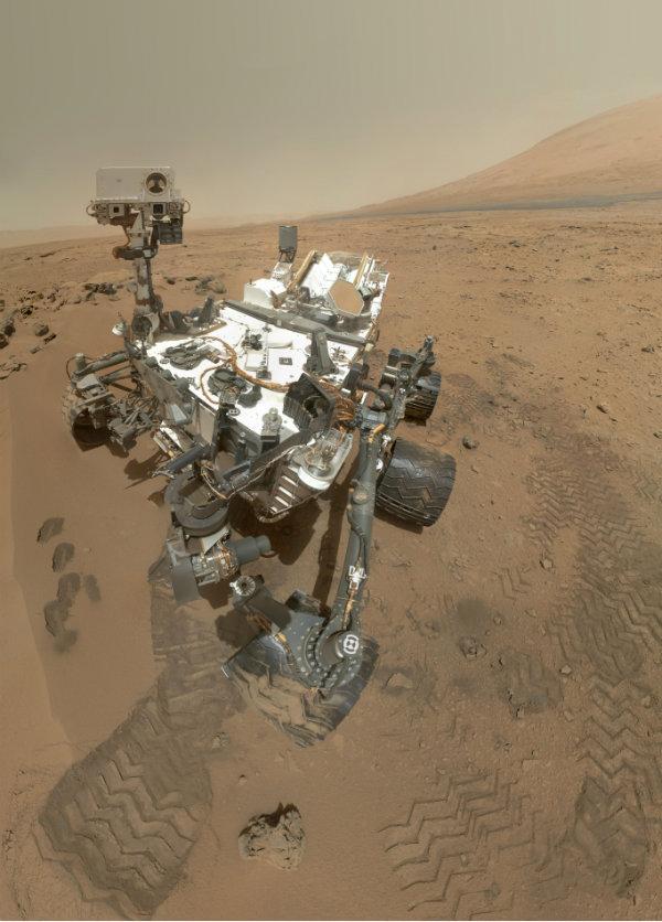 Curiosity on Mars 600