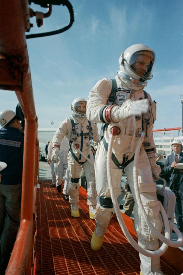 Armstrong, Scott board Gemini 8 c NASA