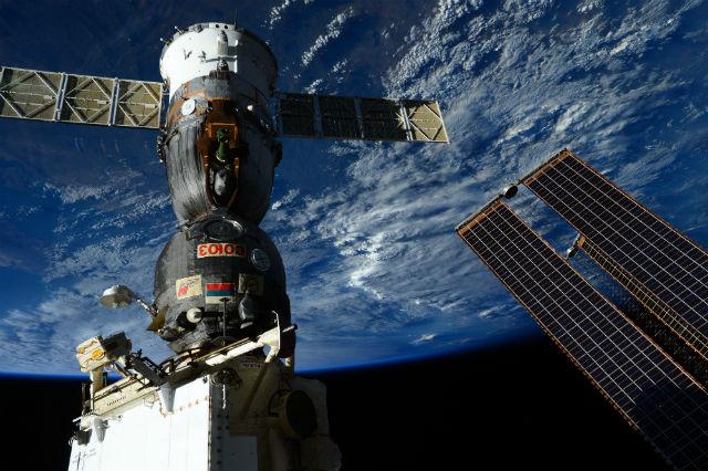 Soyuz TMA-15M docked to ISS c ESA