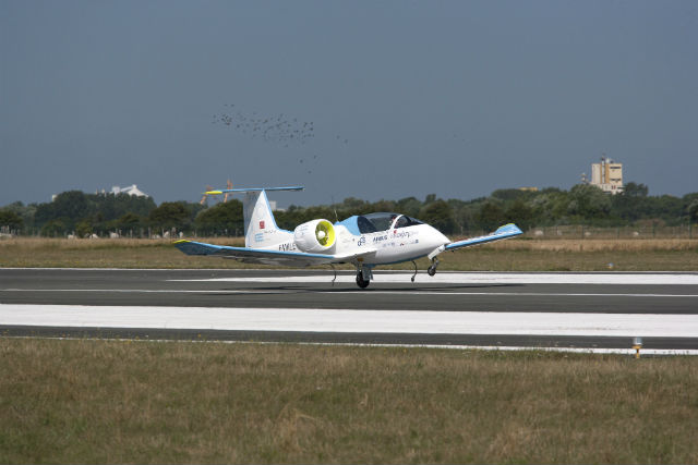 e-fan lands at calais c airbus