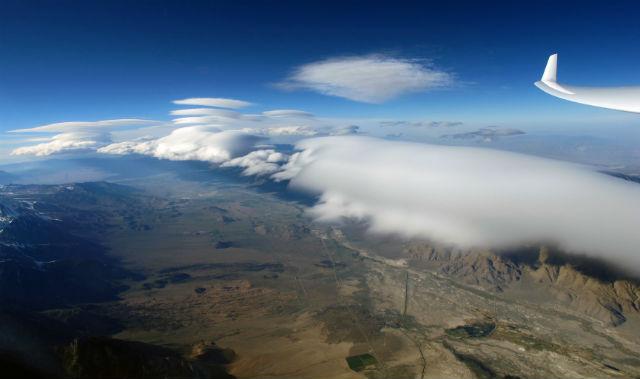 Sierra Wave, lenticular clouds c Gordon Boettger