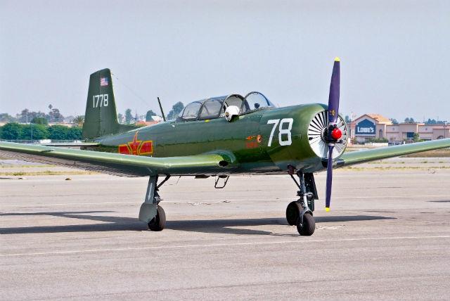 Yak-18 c wiki commons