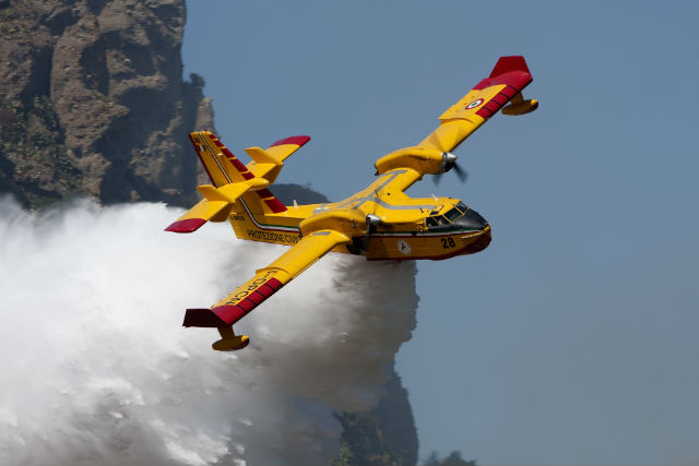 Bombardier CL-415 640 c Maarten Visser + wikimedia