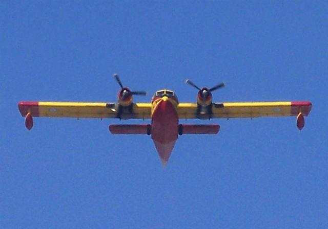 Canadair CL-215 Hellenic AF2 640 c Badseed + wikim
