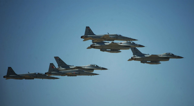 Bahrain F-5s F-16s - Bahrain International Airshow