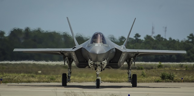 An F-35A Lightning II taxis on the flightline on E