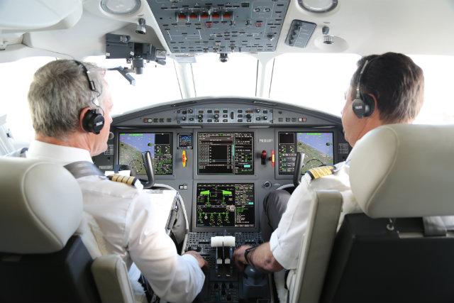 Falcon 2000 pilots