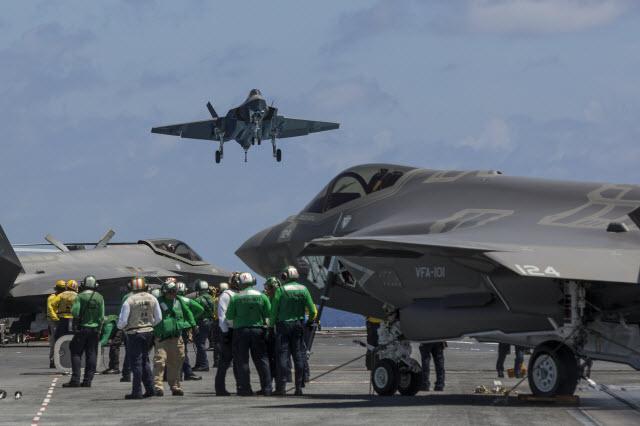 F-35C deck