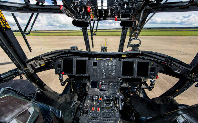 Chinook HC5 cockpit - Crown Copyright
