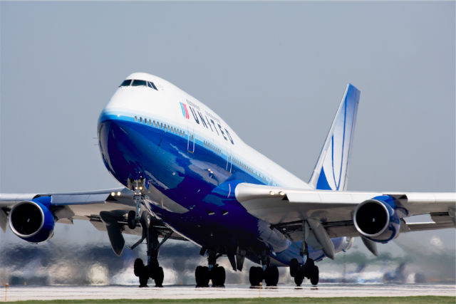 United 747-400