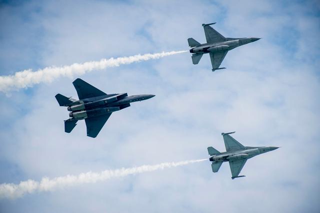 F16, F-15 display SIA