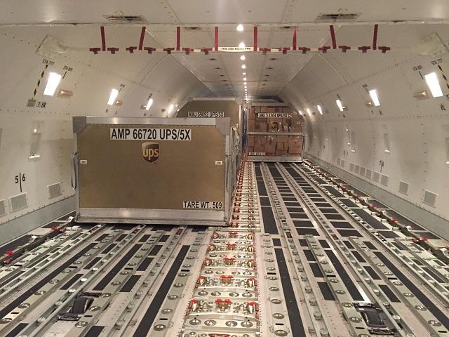 UPS 747-8F unloading Louisville 020118 640px