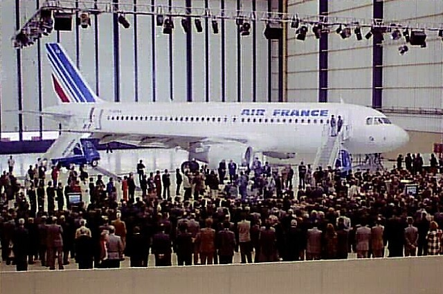 A320 AirFrance-1stdel-ceremony-c-Airbus-640