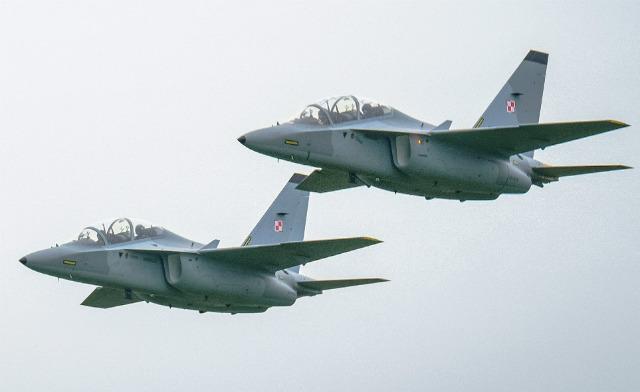 Polish M-346 pair - Leonardo