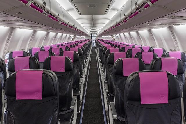 Swoop 737-800 interior-1 640px