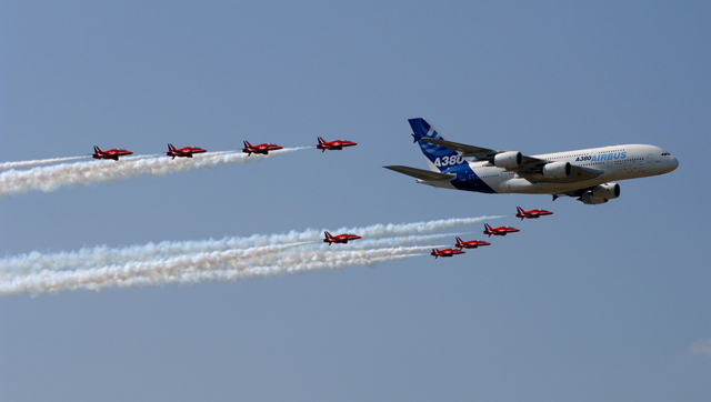 A380 red arrows - farnborough 2006