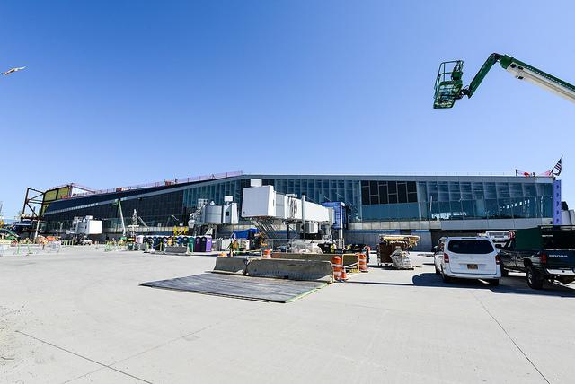 LGA concourse B construction
