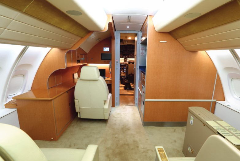Amiri 747-8I