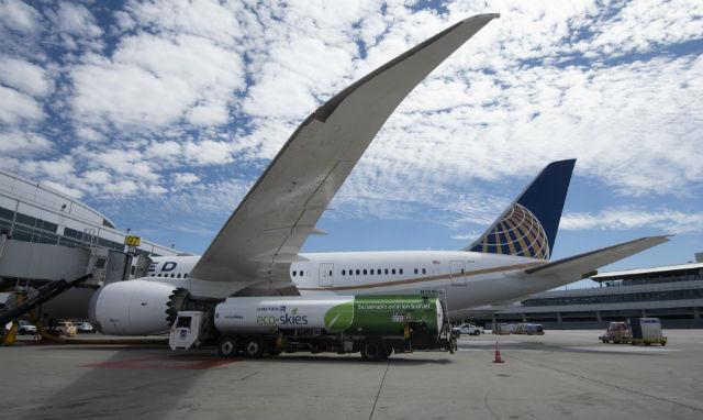 787 biofuel - United Airlines