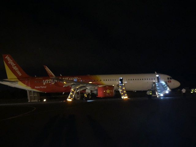 Vietjet A321neo slides popped