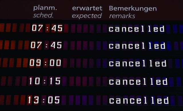 cancelled flights screen c Filip Singer EPA-EFE–RE