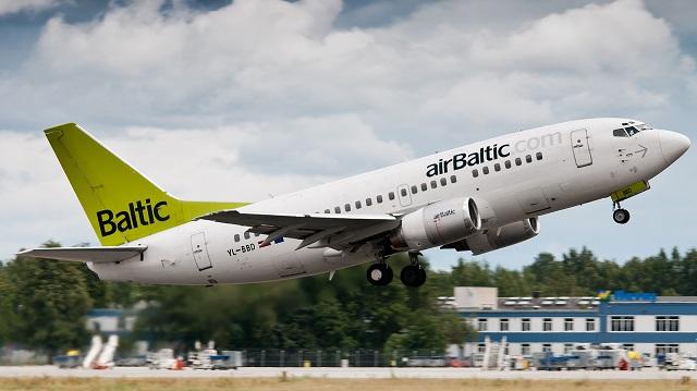 B737-500-c-AirBaltic-640