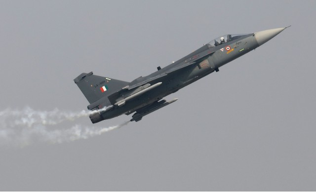 Tejas 640 performs in airshow c Rajat Gupta EPA-EF