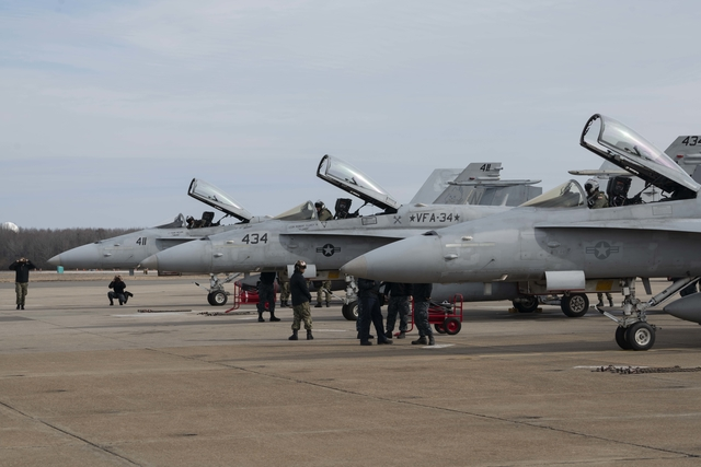 US Navy F/A-18 Hornet prepare for last flight