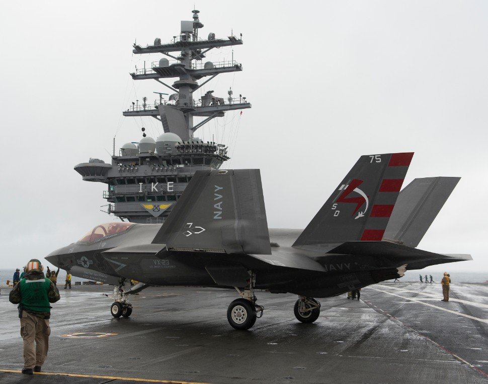 F-35C aboard USS Dwight D. Eisenhower c US Navy 22