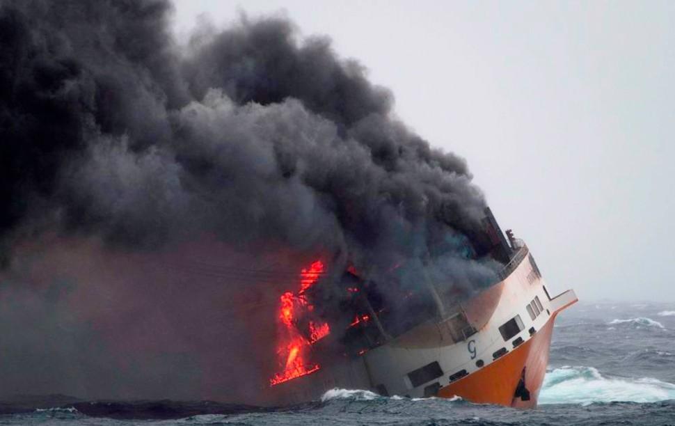 oil spill alert c Loic Bernardin AP Shutterstock r