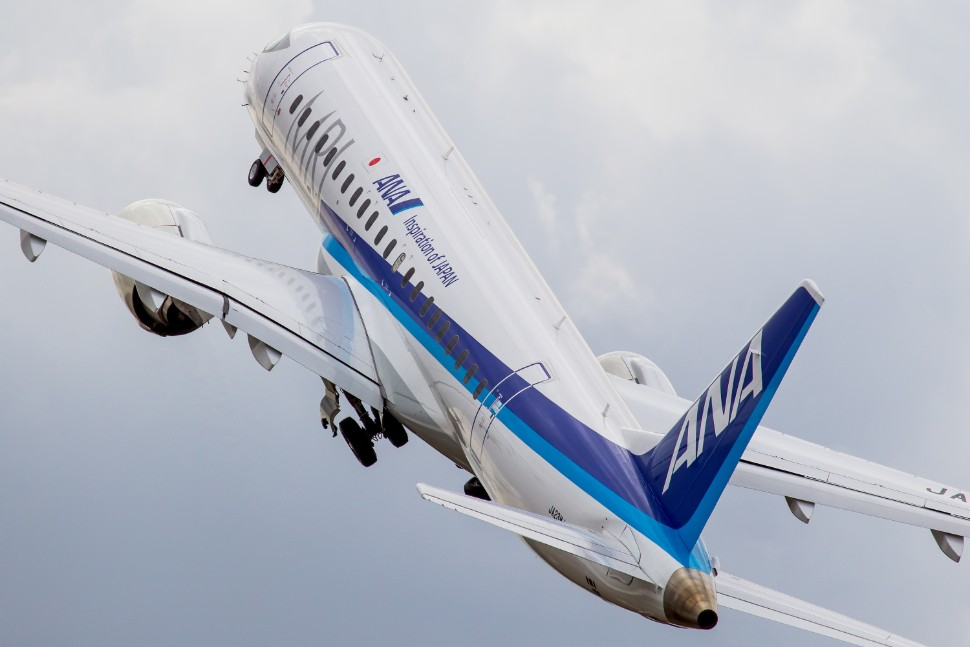 970 MRJ90 c AirTeamImages 311707
