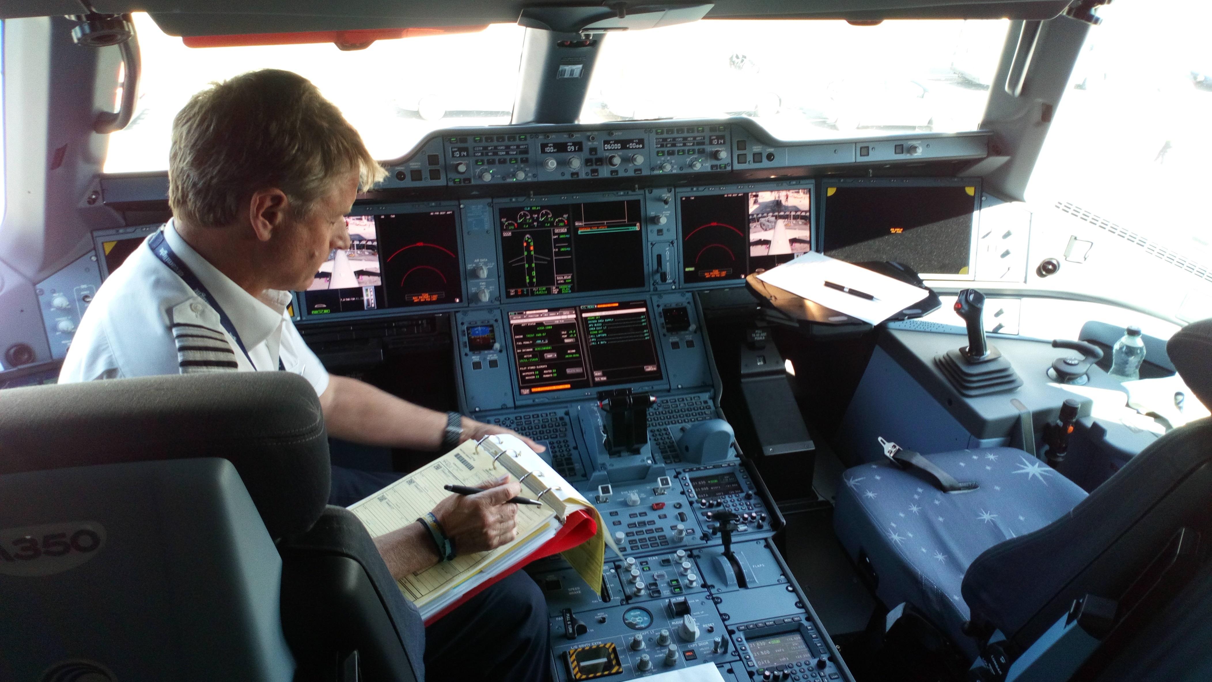BA A350-1000 inaugural cockpit