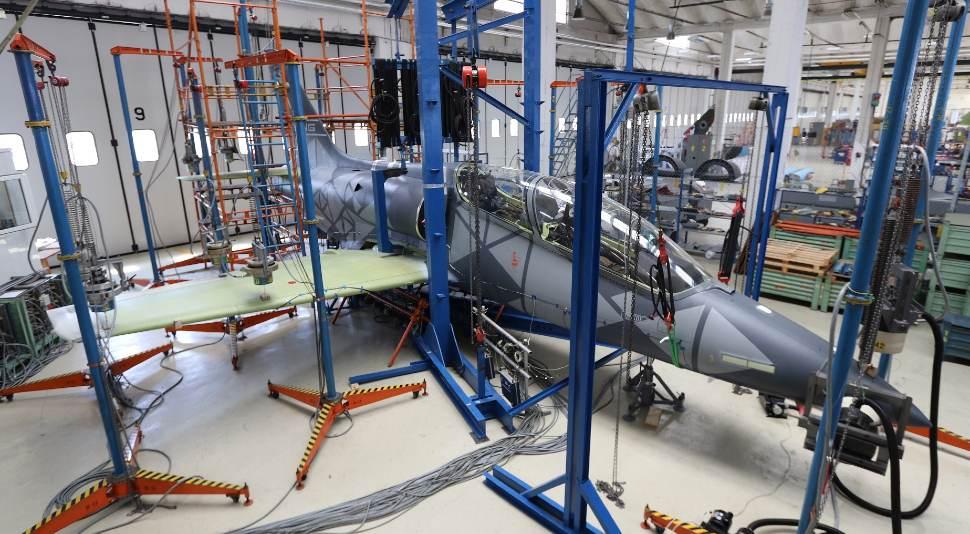 L-39NG vibration test - Aero Vodochody