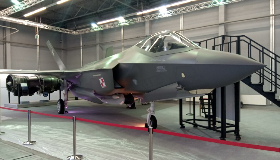 Polish F-35 mock-up - Bartosz Glowacki