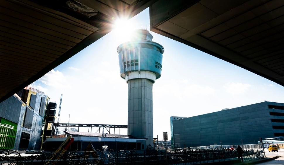 LaGuardia tower c Justin Lane EPA-EFE Shutterstock