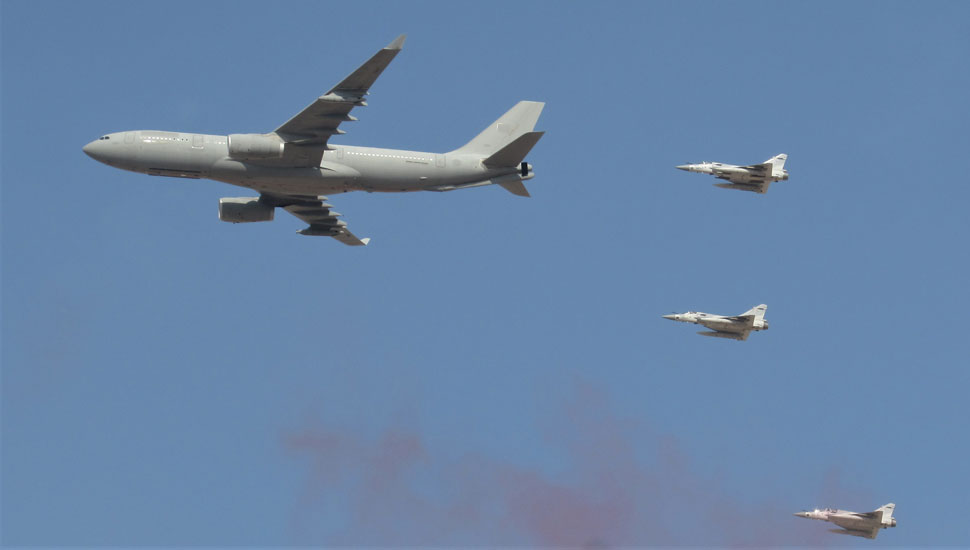 Airbus-A330-MRTT-of-UAE-Air-Force-with-Mirage-2000