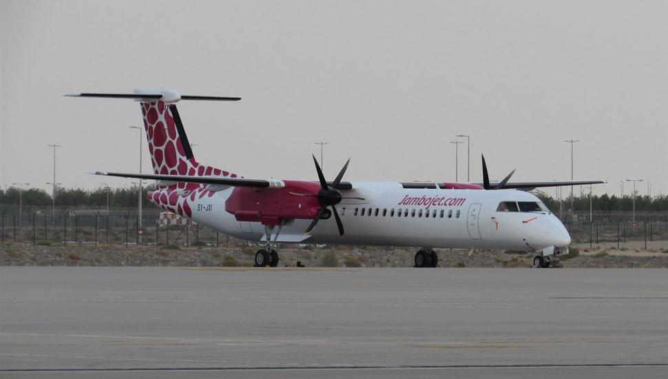 De-Havilland-Canada-Dash-8-400-c-Max-Kingsley-Jone